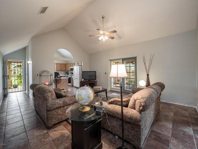 340 E MITCHELL Drive, Phoenix, AZ 85012
