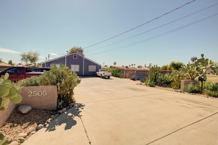 2505 E UNIVERSITY Drive, Tempe, AZ 85281
