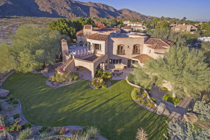 Welcome Home.... gracious privacy and space and Preserve Living at its finest