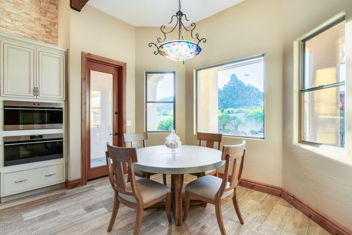 EXCEPTIONAL PINNACLE PEAK VIEWS FROM THE BREAKFAST NOOK