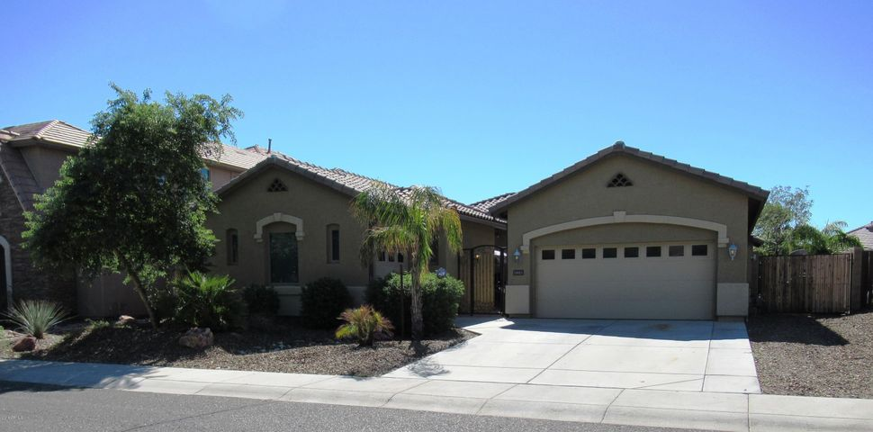 Great Curb Appeal ~ Front Courtyard
