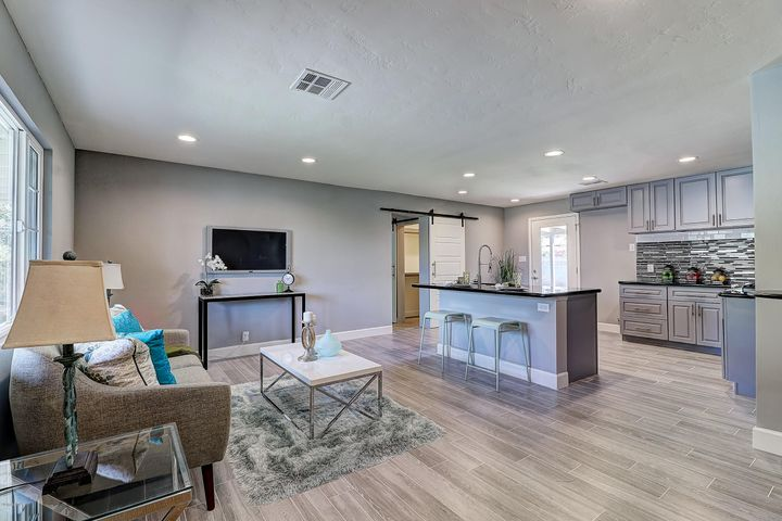 105 W RUTH Avenue, Phoenix, AZ 85021
