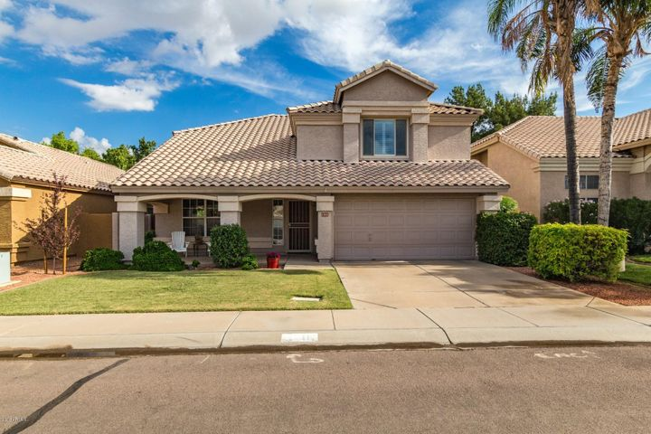 Beautiful Val Vista Lakes Home!