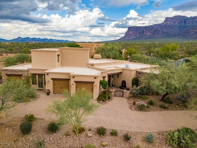 4094 SF, 4 bed/4.5 bath, 3 car garage and mountain views!