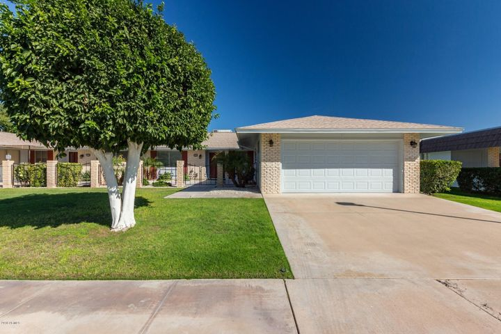 10518 W ROUNDELAY Circle, Sun City, AZ 85351