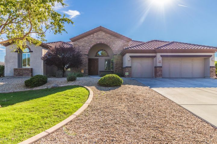 18041 W CHERYL Drive, Waddell, AZ 85355