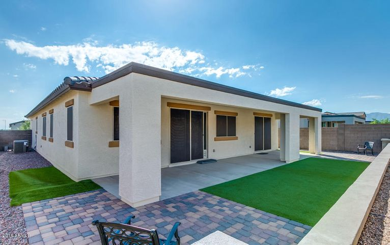 17124 W ECHO Lane, Waddell, AZ 85355