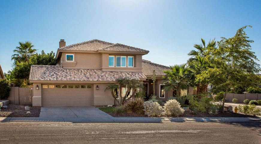 As you enter the subdivision, the first thing you'll notice in Crystal Canyon is the mountain views as it's set in the foothills of South Mountain.