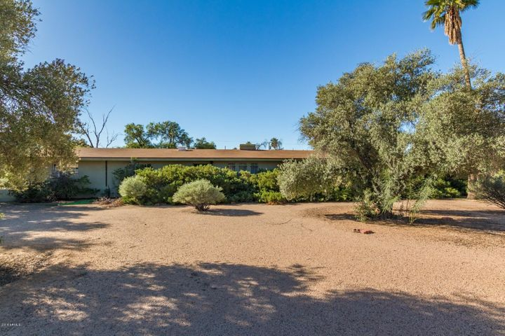 This property sits next to $1M homes in a prime location!