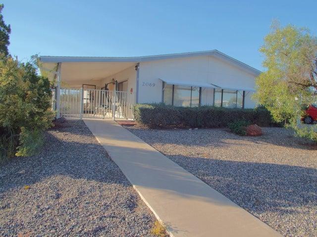2069 W SMOKETREE Drive, Wickenburg, AZ 85390
