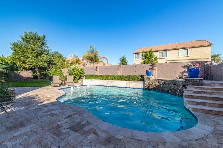 16746 W APACHE Street, Goodyear, AZ 85338