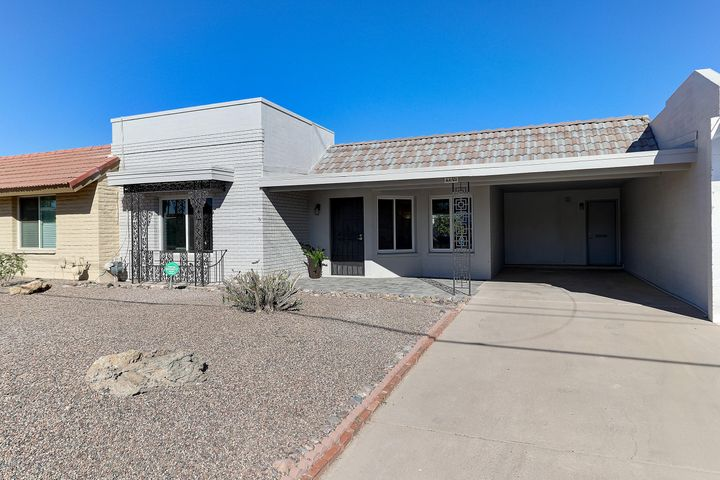 In the heart of Historic District in Old Town Scottsdale and just a stones through from Scottsdale Fashion Square and great amenities.