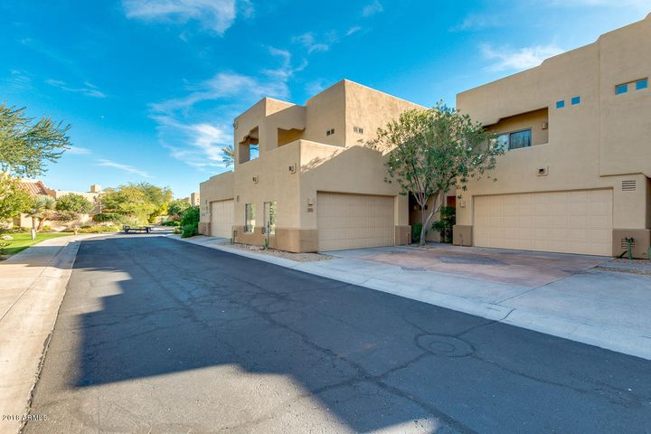Resort-style, gated town home community in Central Scottsdale.