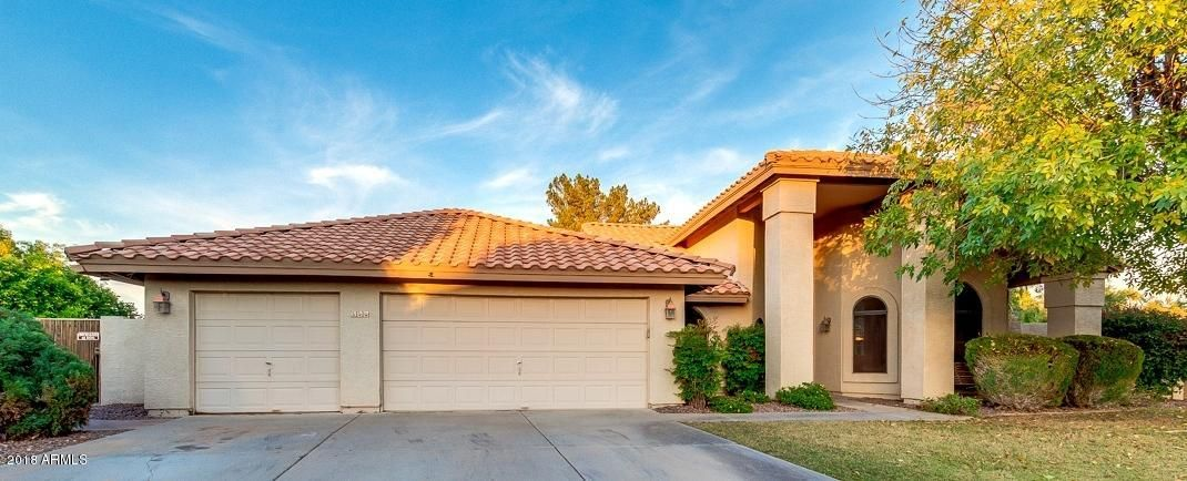 Front of 4 bed/2bath/3g/pool single story executive home in Warner Ranch Estates