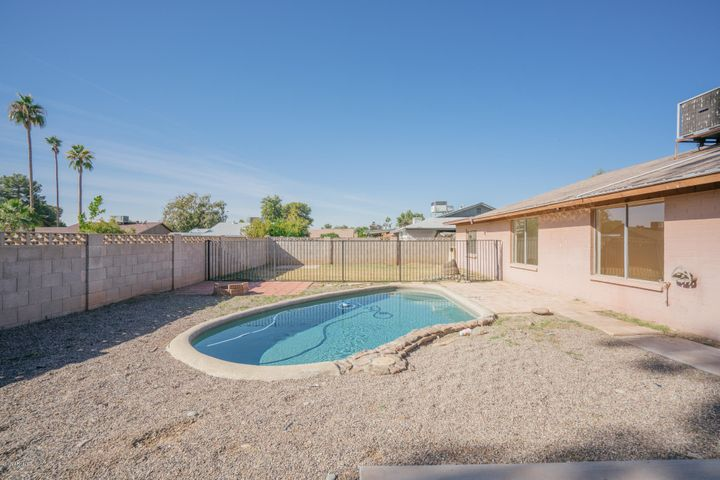5639 W SUNNYSLOPE Lane, Glendale, AZ 85302