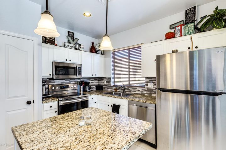 Plenty of storage and beautiful stainless steel appliances