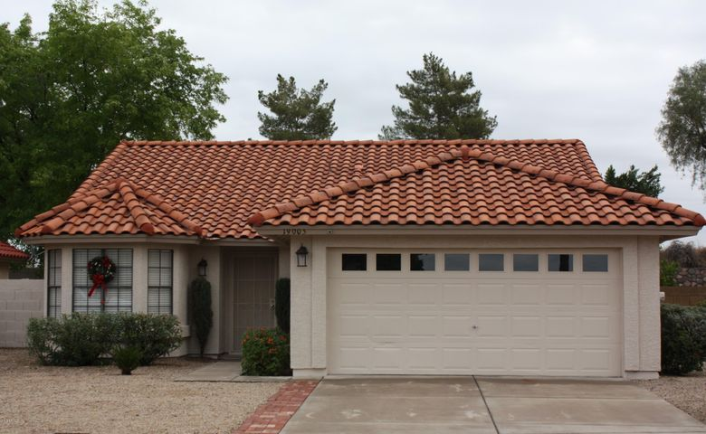 Welcome to 19005 North 67 Avenue located in the master planned community of Arrowhead, Glendale, Arizona