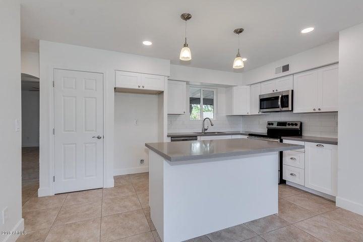 251 E HEMLOCK Avenue, Gilbert, AZ 85234