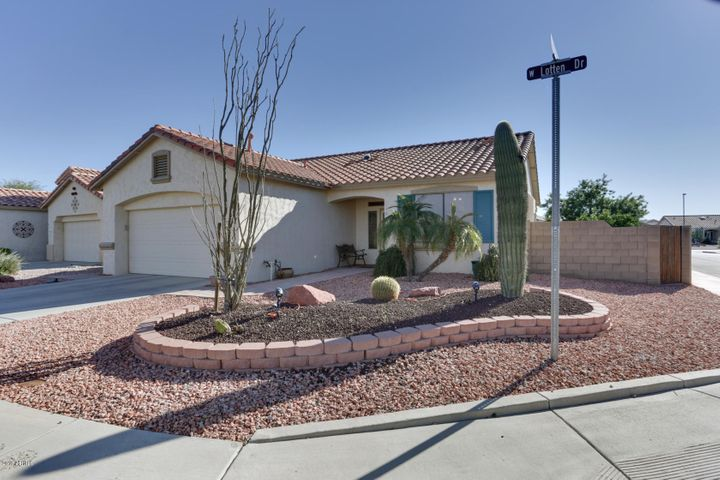 Nestled on a South facing corner lot, this lovely 1200sf Cholla model may be the home you have been looking to find!