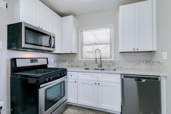 Nice updated kitchen!