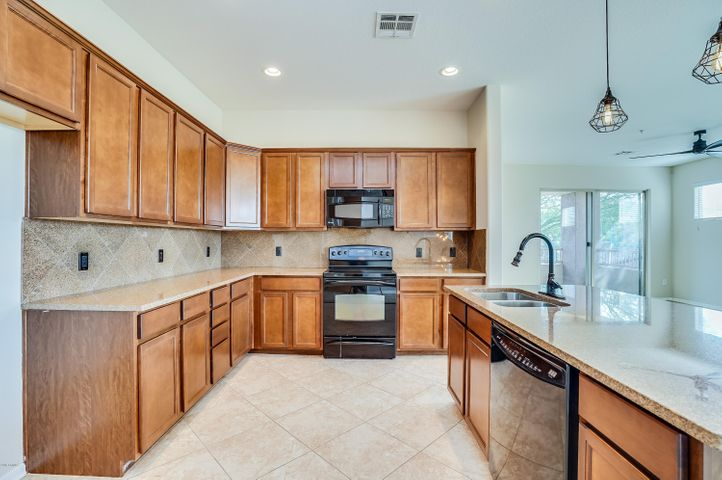 250 W QUEEN CREEK Road, 242, Chandler, AZ 85248