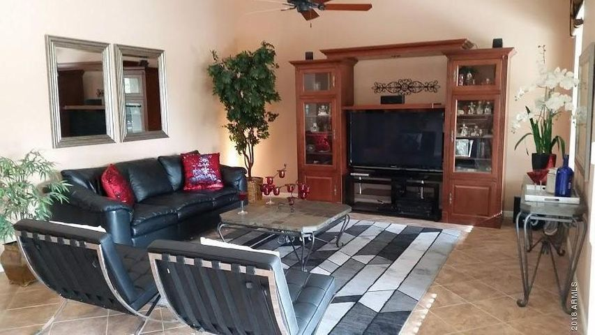 GREAT ROOM TV/ENTERTAINMENT AREA