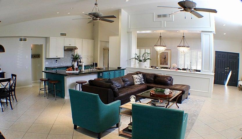 2011 E Orangewood Avenue, Phoenix, AZ 85020