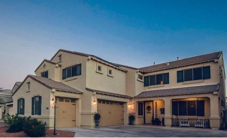 ESTATE HOME IN THIS UPSCALE COMMUNITY