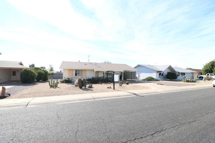 10605 W LA JOLLA Drive, Sun City, AZ 85351