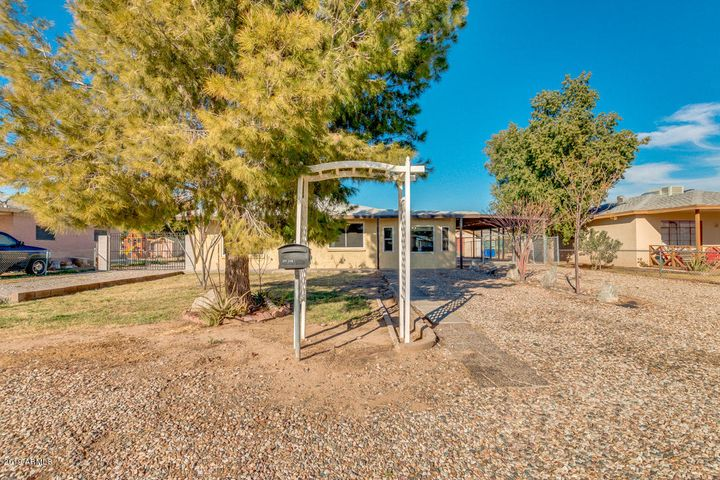 Beautiful move in ready block home has 3 beds, 1 bath and is located in downtown Buckeye.