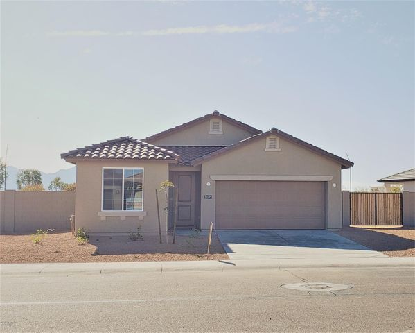 Huge Lot w/double gate and plenty of room between you & your neighbor!