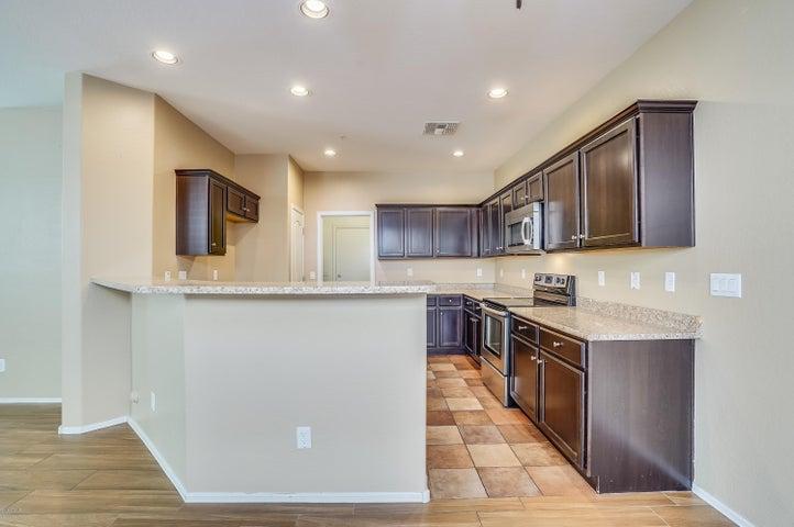 2970 E DONNER Drive, Phoenix, AZ 85042
