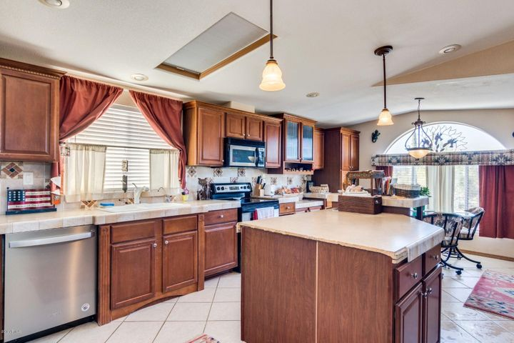 48016 N 24 Lane, New River, AZ 85087