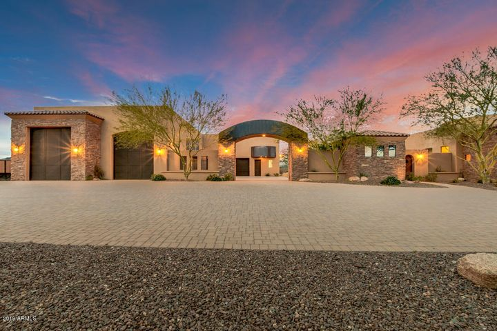 318 W ROCK VIEW Road, Phoenix, AZ 85085