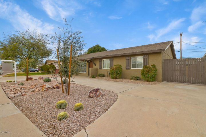8220 E ELM Drive, Scottsdale, AZ 85257