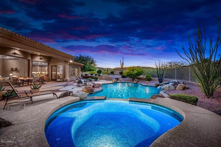 Heated hottub and pool with amazing Sonoran desert views visible the moment you enter