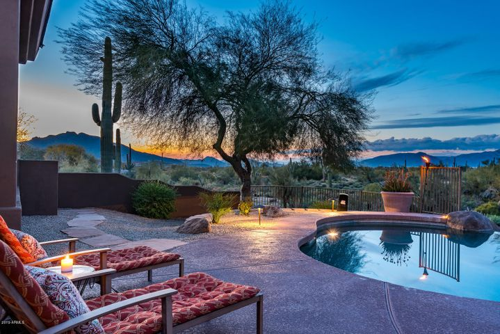 Sweeping Mountain Views & Sunsets!