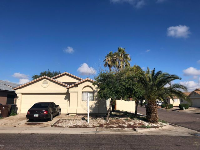 This home offers you 3 bedrooms, 2 baths, family room open to the kitchen, tiled floors, 2 car garage and close to schools & park.