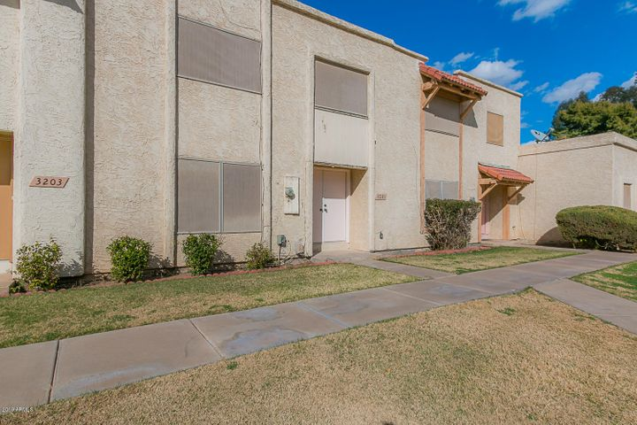 3201 W ROYAL PALM Road, Phoenix, AZ 85051
