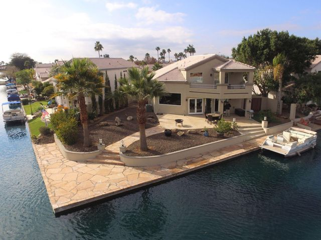 LARGE CUL-DE-SAC LOT GIVES YOU MAXIMUM LAKEFRONT FOOTAGE AND BACKYARD PRIVACY