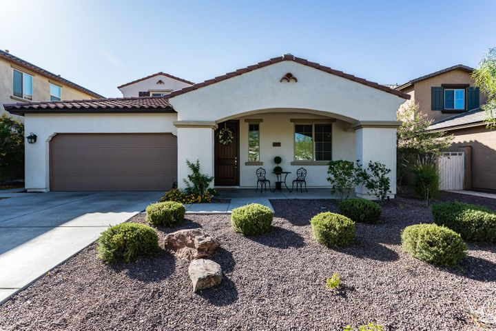 Come see this move in ready 5 bed/3.5 bath North facing home in desirable Verrado in sunny, Buckeye, AZ!
