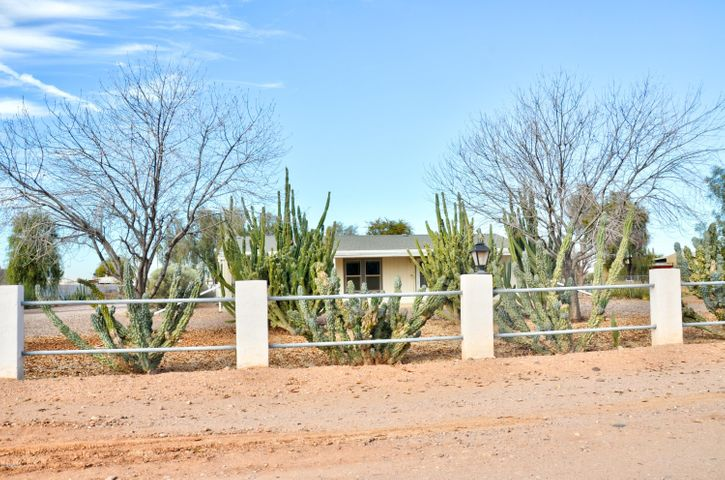 Private 1 1/4 Acre Ranch In San Tan Valley!