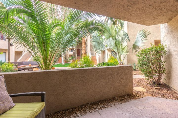 Beautifully updated Joshua Tree Condo in Pristine Location!