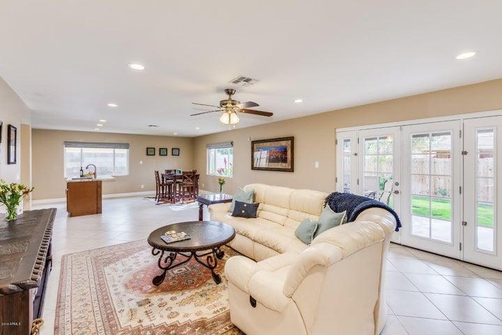 8229 E ROMA Avenue, Scottsdale, AZ 85251