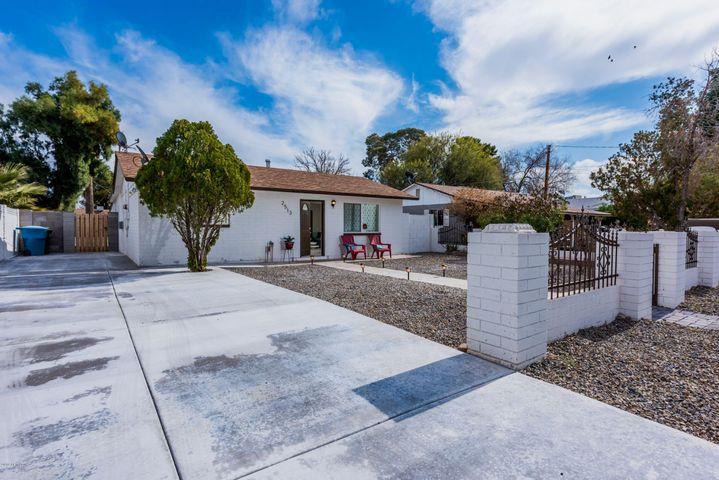 2513 N 29TH Place, Phoenix, AZ 85008