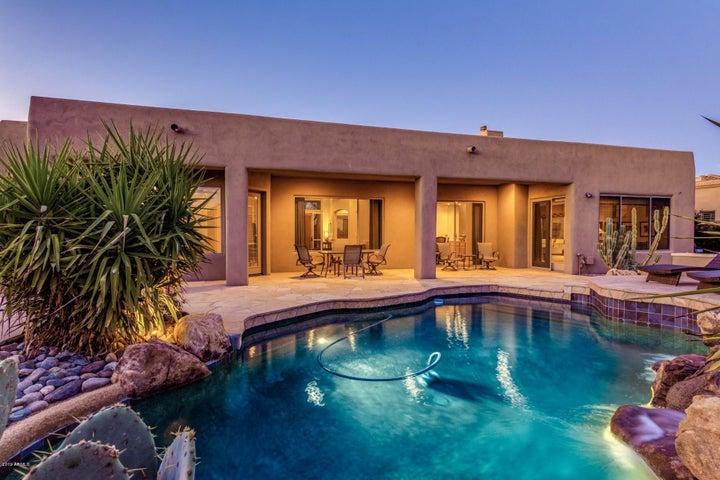 Backyard with beautiful flagstone patio