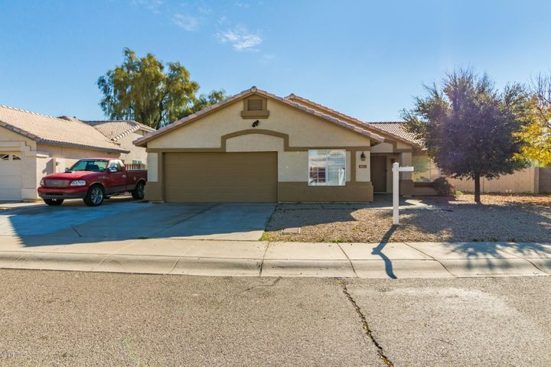 8211 W STELLA Avenue, Glendale, AZ 85303