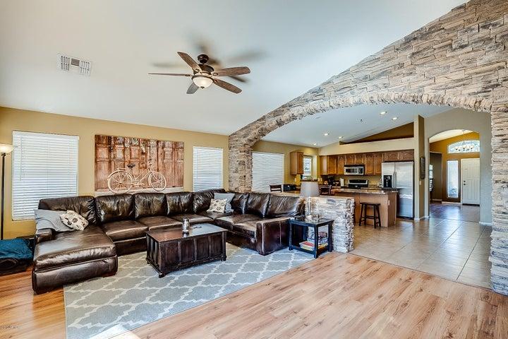 2253 W ROY ROGERS Road, Phoenix, AZ 85085
