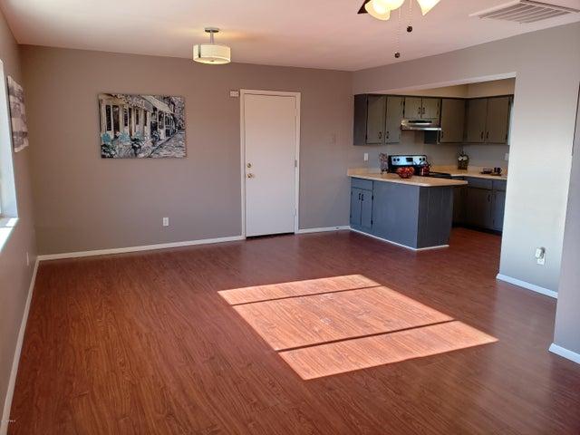 8336 W ECHO Lane, Peoria, AZ 85345