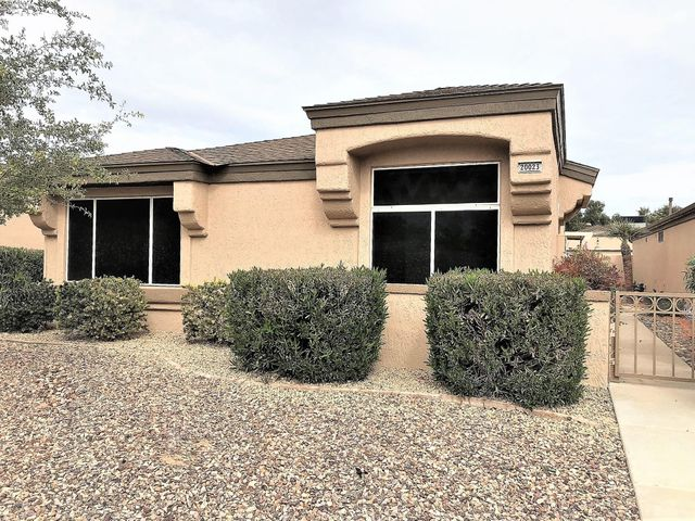 Buyers will love this updated Fiesta casita. Tile and laminate wood flooring throughout, granite counter tops in kitchen, remote control shades, Murphy bed with desk in 2nd bedroom, California walk-in closet in master bedroom, skylight in master bath and much more.